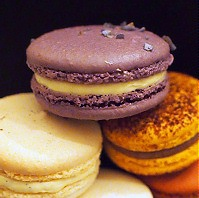 bisous ciao.  Macarons
